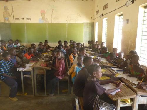 Les classes accueillent parfois 90 élèves...